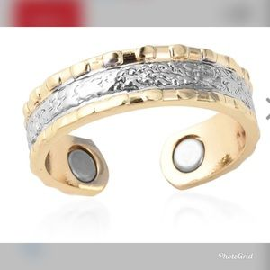Magnetic by Design Pebbled Open Band Ring